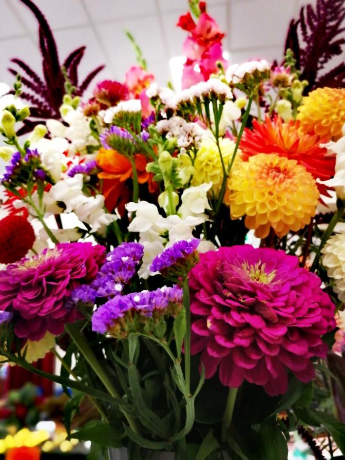 Flower arrangement, floristry, flowers, plants, showy,